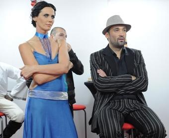 Боби Турбото и Мария Силвестър гледат в бекстейджа на VIP Dance