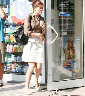 Летисия Каста пазарува в българска аптека