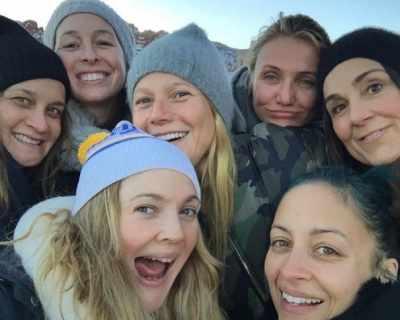 Дрю Баримор публикува снимка с приятелки без грим