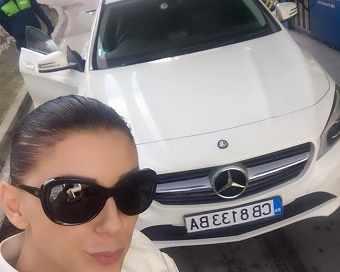 Емануела се похвали с нова кола от ново гадже