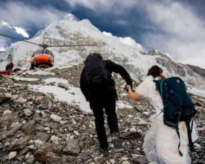 Двойка сключи брак на връх Еверест