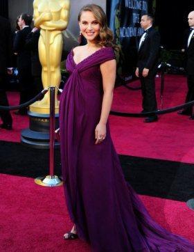 Най-яките рокли от бляскавите награди на 2011 г