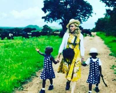 Мадона осинови близначки от Малави
