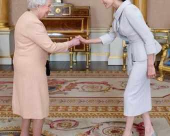 Кралицата отличи Анджелина Джоли
