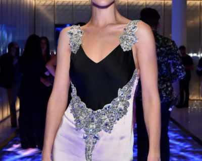 Роузи Хънтингтън-Уайтли на парти в рокля на Christopher Kane