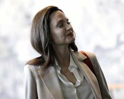 Бавачката на Анджелина Джоли: Тя обича алкохола, но ...