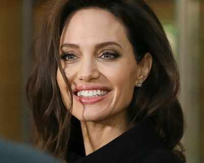 Анджелина Джоли обича да вижда белезите на ...