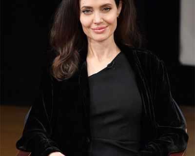 Анджелина Джоли сменя адвоката си