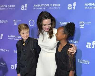 Анджелина Джоли посети филмова премиера с дъщерите си
