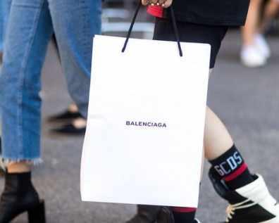 Хартиената чанта на Balenciaga е вече нов модел и струва $1,100
