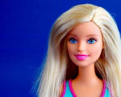 """Куклата Барби """"помъдря"""", става на 60 години"""