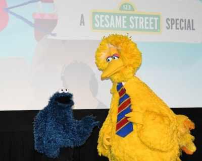 """Голямото Пиле от """"Улица Сезам"""" се пенсионира"""