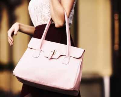 Жена получи обратно изгубената си преди 25 г. чанта