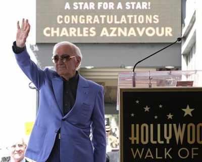"""Шарл Азнавур получи звезда в """"Алеята на ..."""