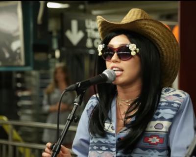 Майли Сайръс изнесе концерт в метрото, без никой да ...