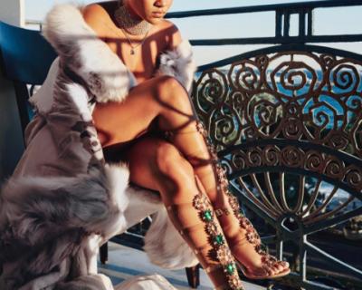 """Риана и """"Маноло Бланик"""" с колекция обувки на име ..."""