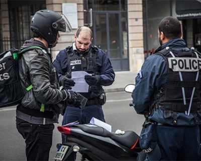 Франция наложи глоби за непозволено излизане от къщи