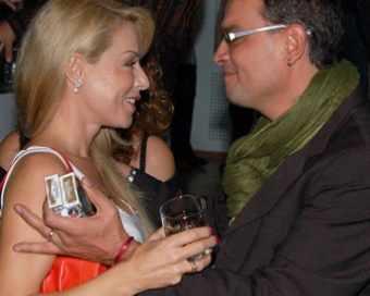 Мира Добрева се разцелува с Ивайло Манолов