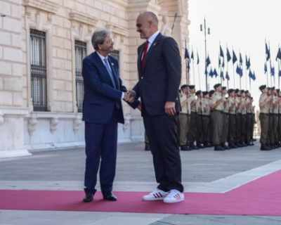 Албанският премиер не можал да се снима с ...