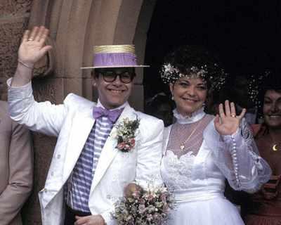 Елтън Джон се стараел да бъде добър съпруг на жена ...