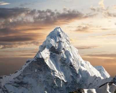 Алпинисти опаковат мъртъвци на Еверест