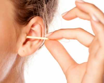 Не чистете ушите си с клечки, съветват учените