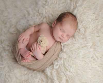Оставянето на бебе да плаче подобрява бързината му на заспиване