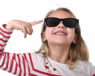 Слънчевите очила за детето – задължителен аксесоар и през лятото, и през зимата