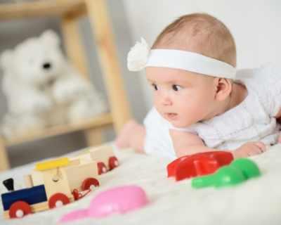 Бебетата не трябва да бъдат заобиколени от много играчки