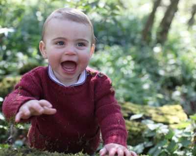 Първият рожден ден на принц Луи отбелязан с първа фотосесия - СНИМКИ