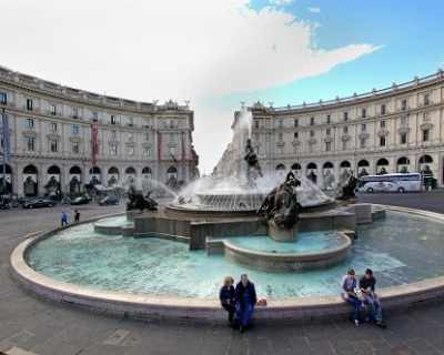 Българка се изкъпа във фонтан в Рим, глобиха я