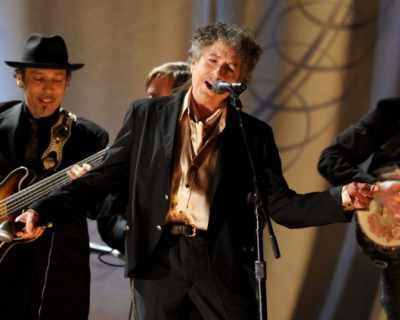Продадоха китара на Боб Дилън за половин милион долара