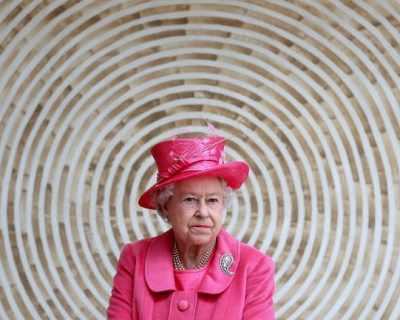 Защо кралица Елизабет Втора празнува два пъти ...