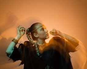 Младата певица Тория дебютира с иновативен клип