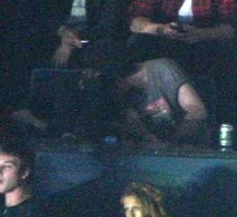 Робърт Патинсън и Кристен Стюарт се целуват по време на концерт