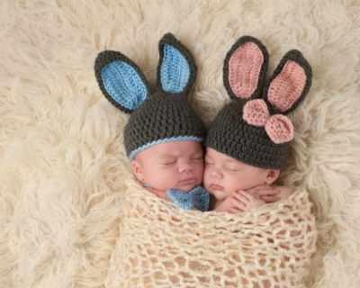 Близнаци се родиха в два различни месеца на две ...