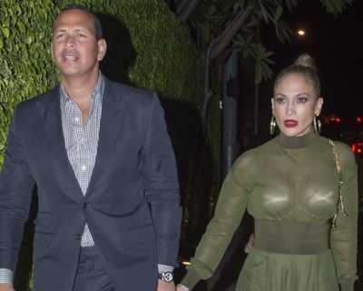 Дженифър Лопес се появи с прозрачна рокля