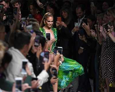 Стил и сексапил: Дженифър Лопес в рокля, която ...