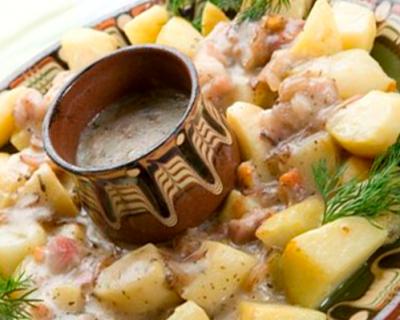 Картофена салата с бекон и сос