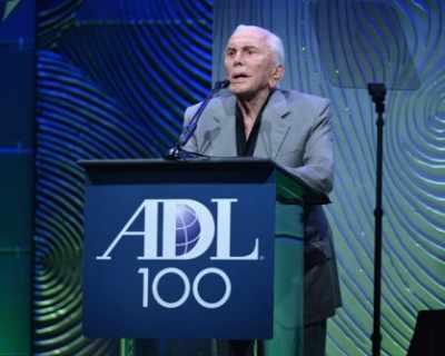 Кърк Дъглас ще празнува 100-годишния си рожден ден с ...