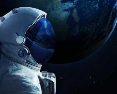 $ 43 700 за серия космически снимки на търг