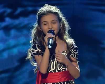 Крисия подари на дете сираче роклята си от Евровизия