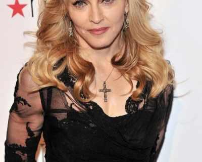 Мадона успя да изтегли от търг двете си скандални ...