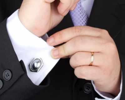 Халката на ръката на мъжа  е магнит за жените