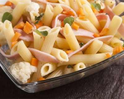 Макаронена салата със зеленчуци