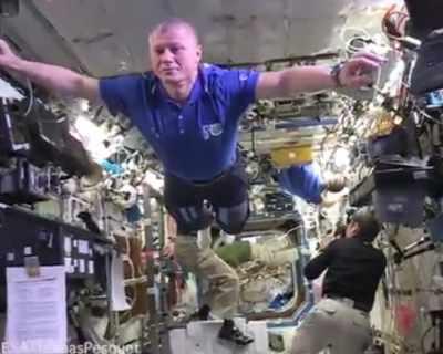 Предизвикателството mannequin challenge стигна и до космоса