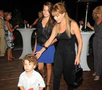 Мира Добрева и семейството й се появяват винаги заедно