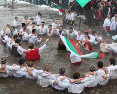 150 хиляди българи празнуват имен ден на Йордановден
