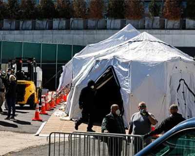 Ню Йорк слага починалите в хладилни тирове и палатки