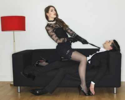 Уикенд секс: 5 пози, без да ставате от дивана